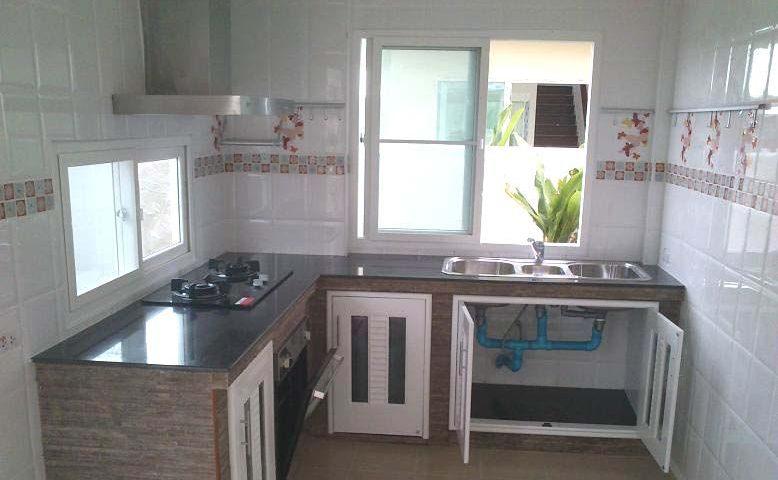 หน้าต่างบานเลื่อนในห้องครัว
