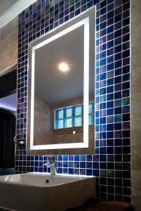 ผลงานกระจกเงามีไฟในห้องน้ำ1
