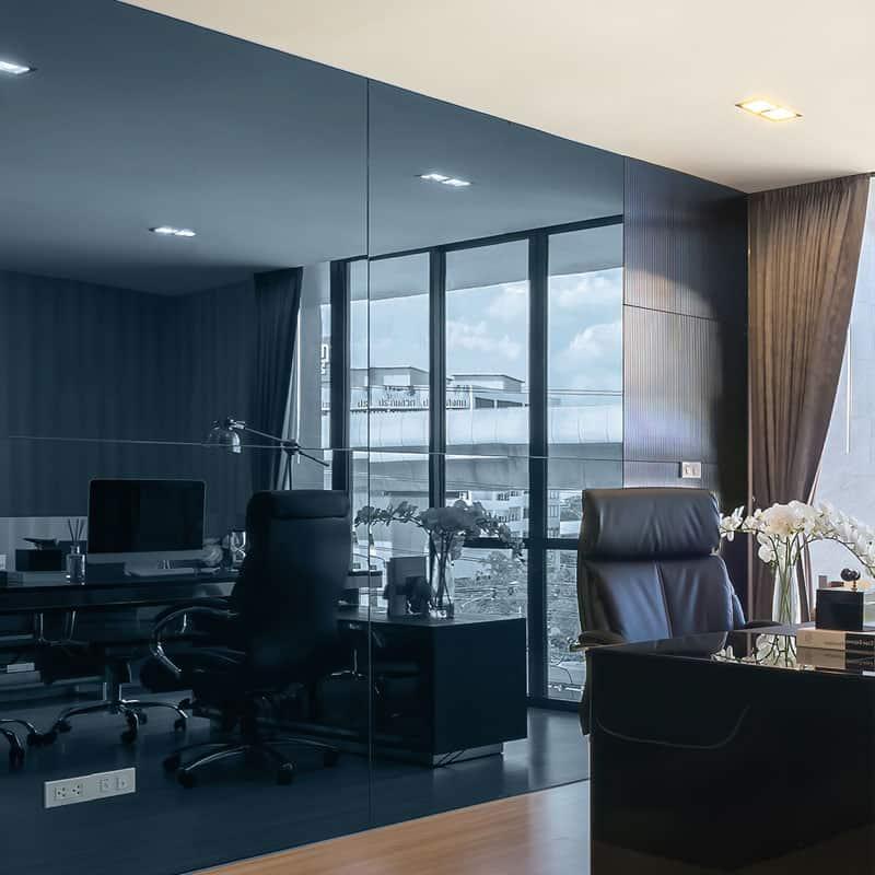 ตัวอย่างกระจกเงาสีน้ำเงินแบบตารางแผ่นใหญ่