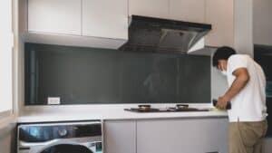 กระจกติดผนังครัว