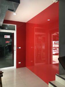 กระจกติดผนังสีแดง