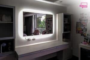 กระจกมีไฟในห้องนอน-01