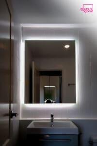 กระจกมีไฟรูปทรงสี่เหลี่ยม