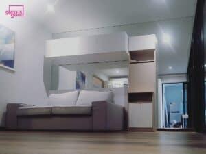 กระจกเงาใสตกแต่งในห้องคอนโด-02