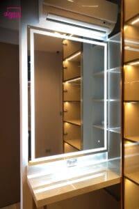กระจกเงาledในช่องบิวท์อิน