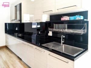 กระจกสีดำติดผนังครัว