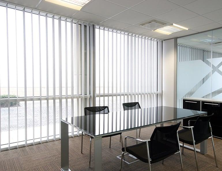 ม่านปรับแสงในห้องประชุม