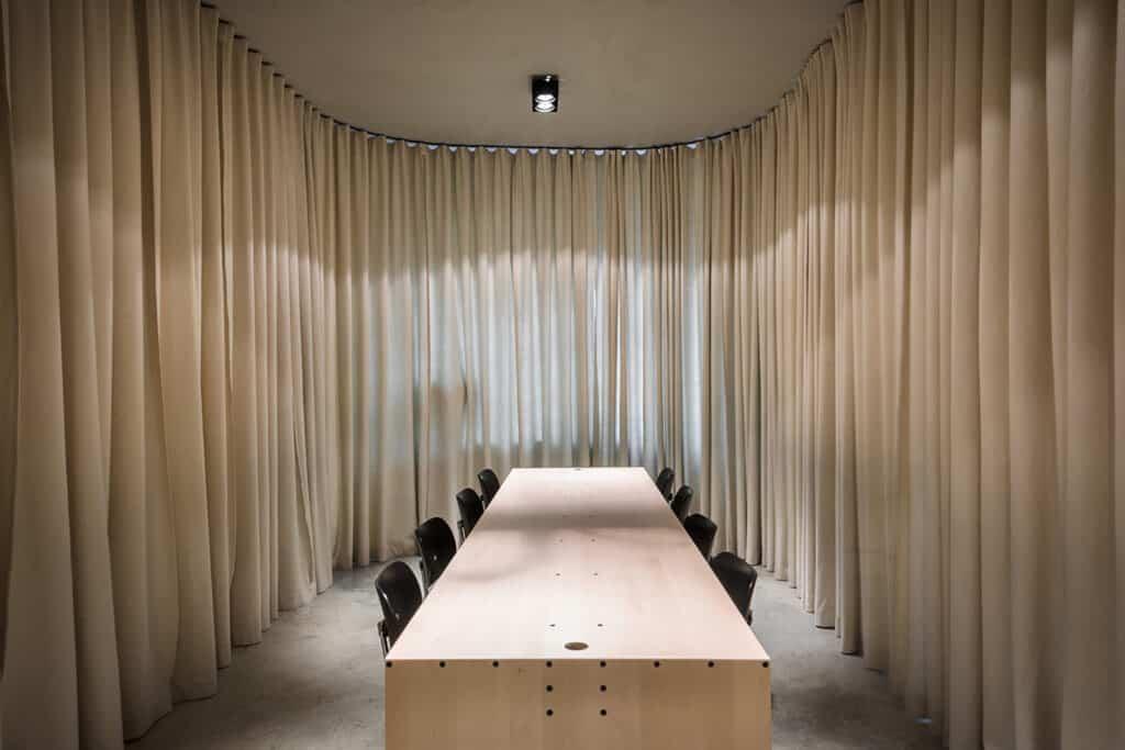 ผ้าม่านในห้องประชุม