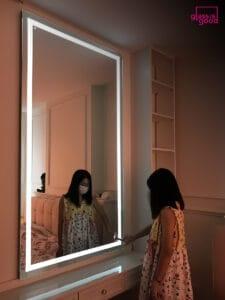 กระจกเงาบานใหญ่แต่งตัว