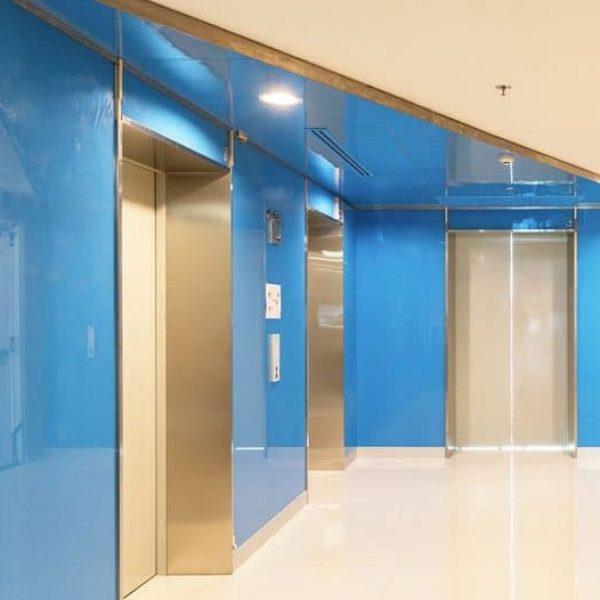 ตัวอย่างกระจกติดผนังสีฟ้าตกแต่งภายใน